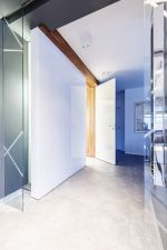 Make a splash with bathroom glass panels and splashbacks